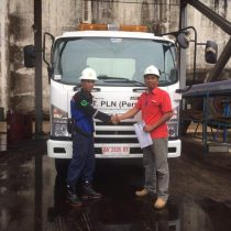 Foto Penyerahan Unit 8 Sales Marketing Mobil Dealer Isuzu Padang Romi
