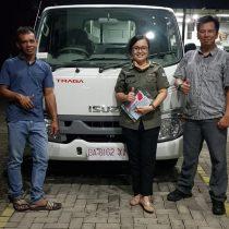 Foto Penyerahan Unit Isuzu Padang Romi (3)