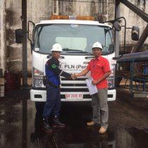 Foto Penyerahan Unit 8 Sales Marketing Mobil Dealer Isuzu Padang Romi
