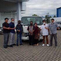 Foto Penyerahan Unit Isuzu Padang (3)