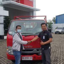 Foto Penyerahan Unit Isuzu Padang (6)