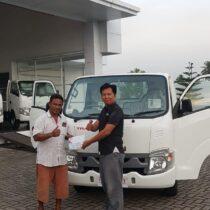 Foto Penyerahan Unit Isuzu Padang (7)