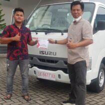 Foto Penyerahan Unit Isuzu Padang (8)